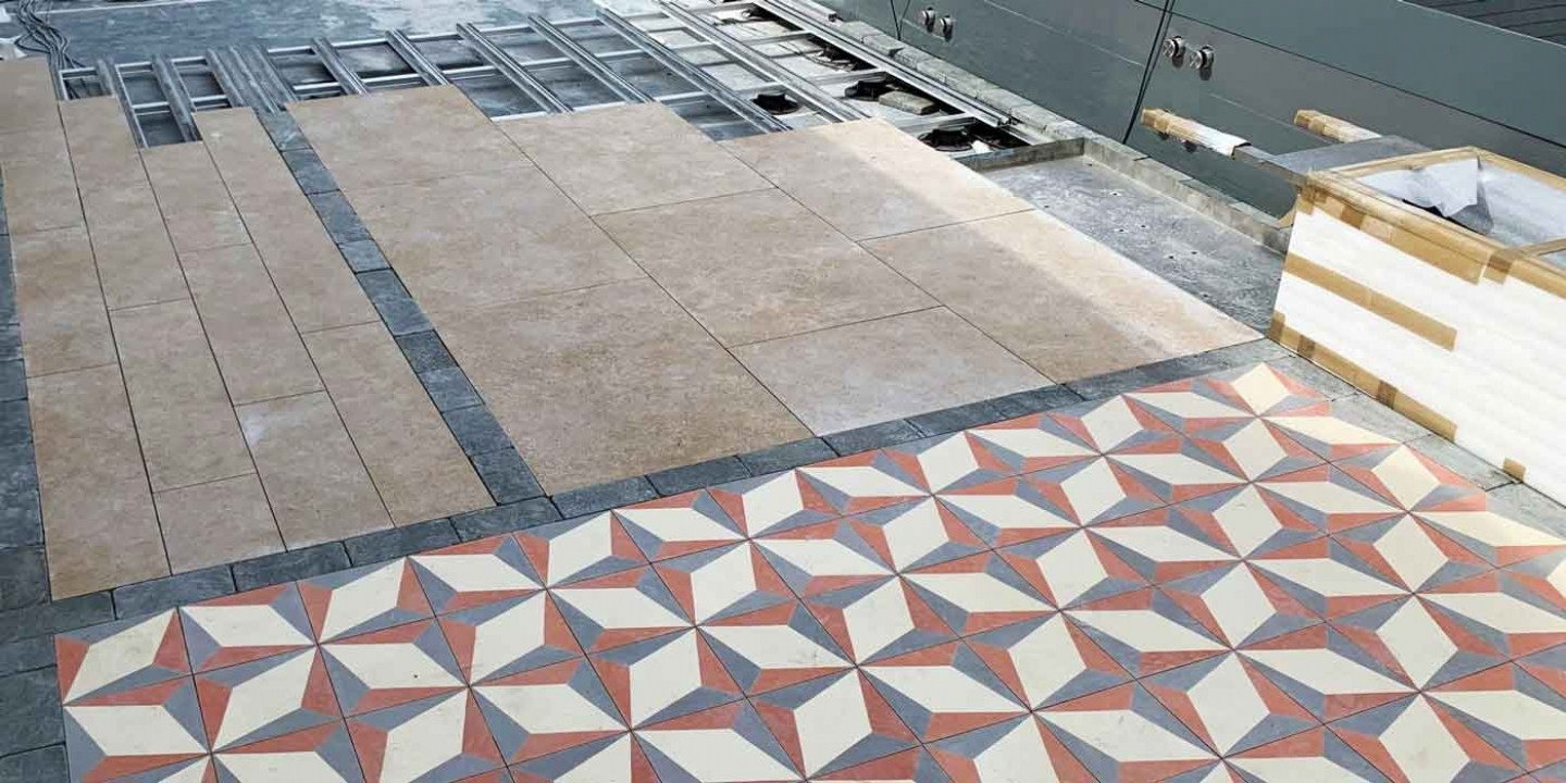 mixed pattern paving on paving support rail