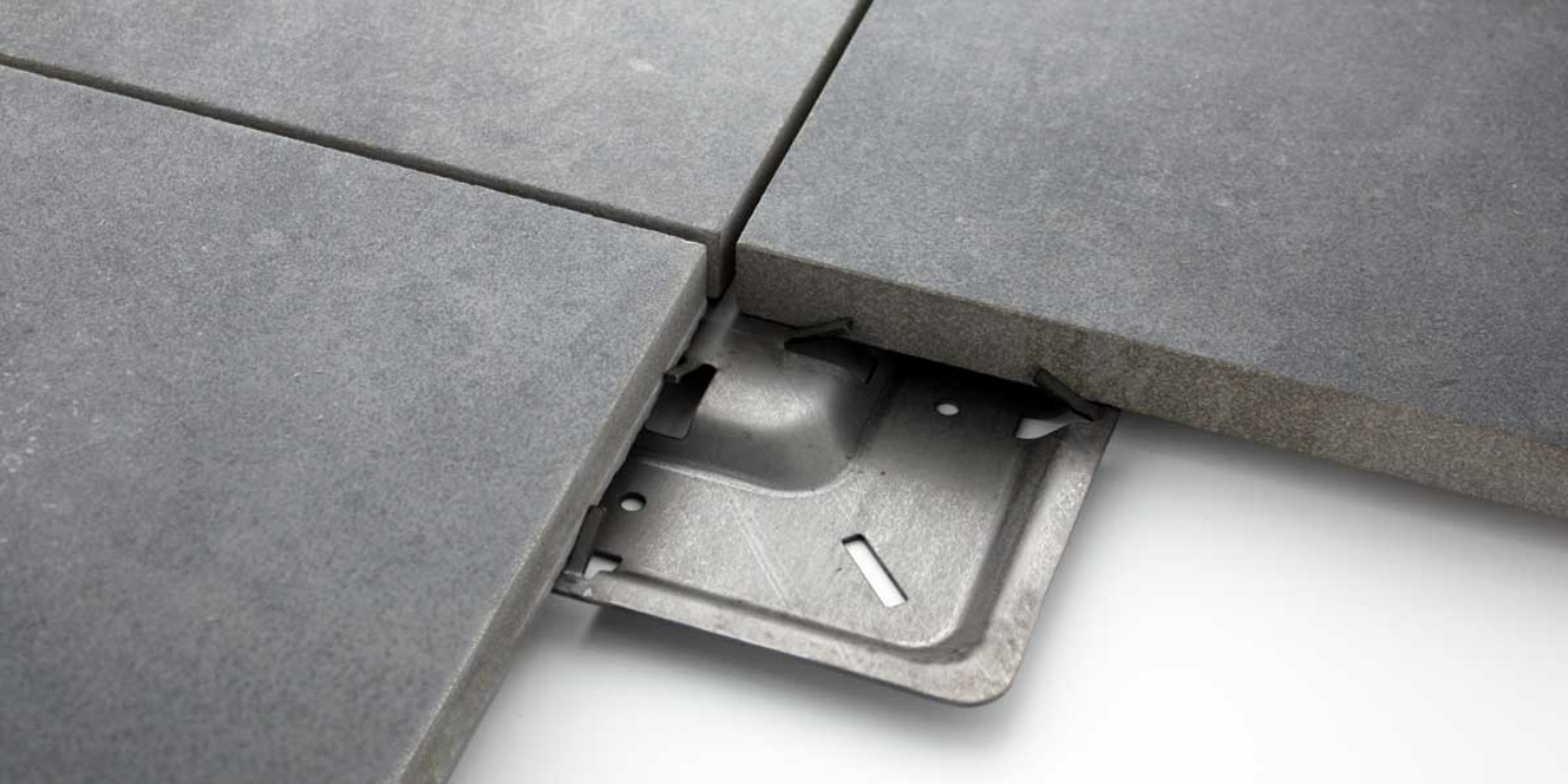 Porcelain tiles and metal support pad