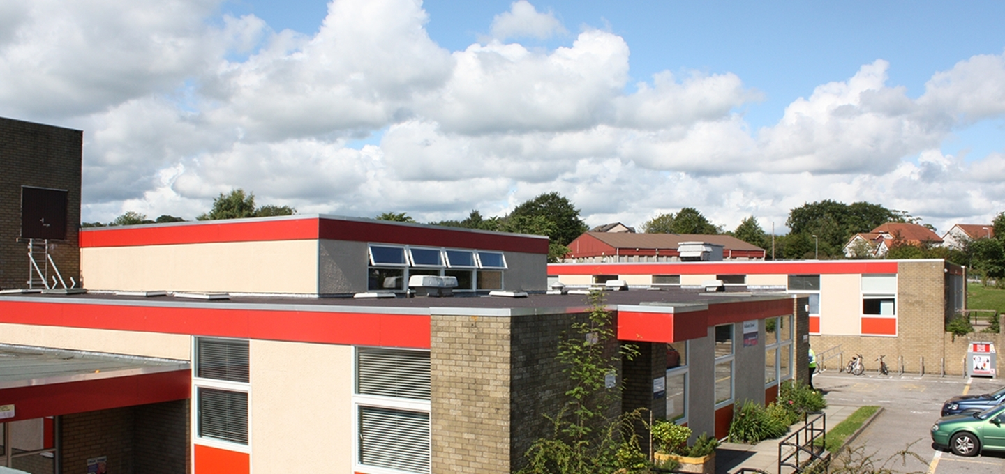 Overview image of building with flat roof